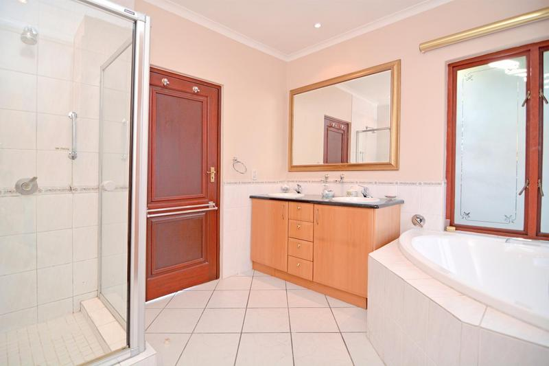 Property For Sale in Fourways Gardens, Sandton 26